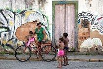 Ilustrační foto - Žena s dětmi v Brazílii