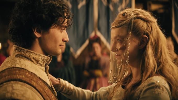 Princ se s Popelkou potká na plese. Pozná, že tuhle dívku už dávno zná?