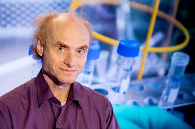 Jaroslav Flegr je evoluční biolog a parazitolog.