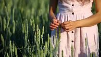 Lněné oblečení se hodí především v letních měsících.