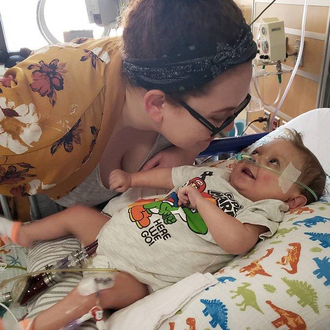 Max čeká na transplantaci srdce. Má za sebou mnoho operací a nedá se s jistotou říct, kolik času mu zbývá. Rodinu je mu ale neustále nablízku.