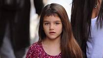 Suri Cruise je dcerou herce Toma Cruise a herečky Katie Holmes. O Suri kolují zvěsti, že je rozmazlená a panovačná. V současnosti jsou její rodiče rozvedeni a ona je vychovávána hlavně matkou.