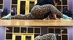 Co dokáže obézní instruktorka jógy z Floridy