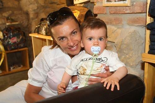 Alice Bendová se synem