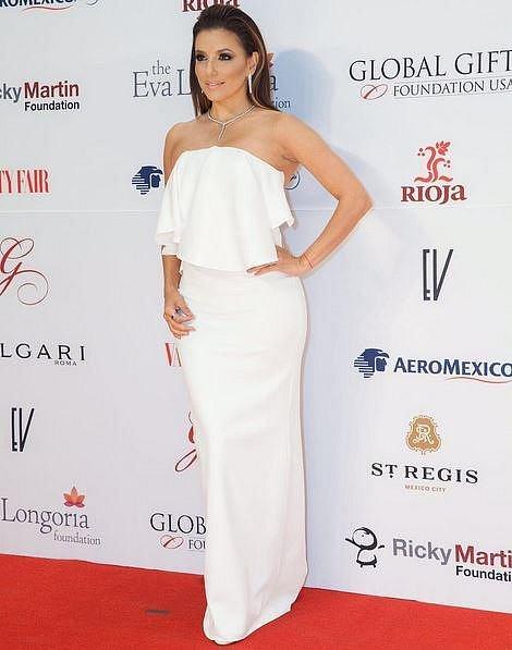 Eva Longoria si vzala Jose Antonia Bastona.