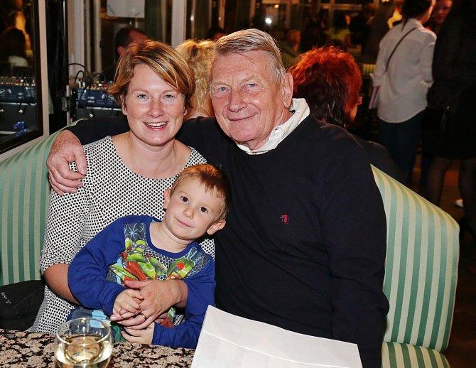 Josef Dvořák s nejmladší dcerou a vnukem Oskarem