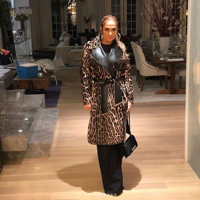 Jennifer Lopez si také oblíbila umělé kožíšky.