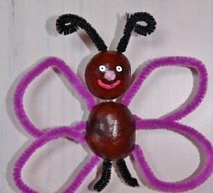 S drátky lze udělat i motýlka. Zábava hlavně pro děti.
