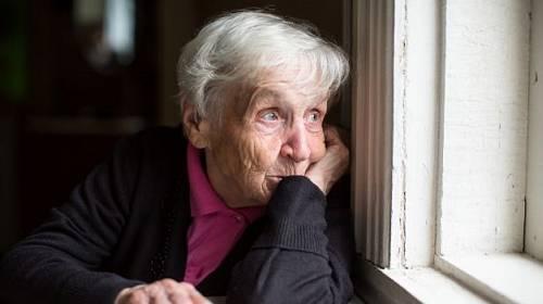 Stařecká demence a nespokojená babička v domově důchodců. Ale co s tím.