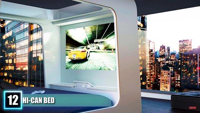 Celou plochu jedné strany postele tvoří televizní obrazovka.