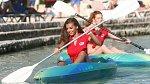 Dívky nezaskočily ani netradiční sporty, zleva Aneta Grabcová a Dominika Opplová.