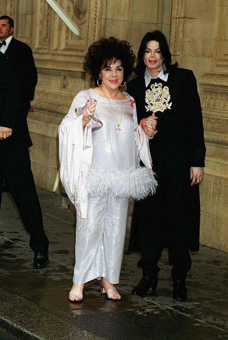 Přátelství mezi  Michaelem Jacksonem a Elizabeth Taylor bylo upřímné a pevné.