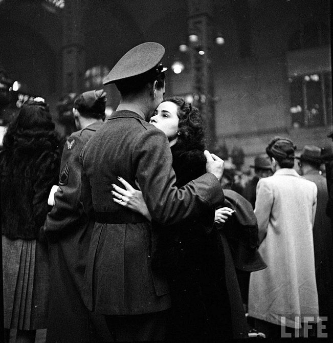 5. Rozloučení s odjíždějícími jednotkami, New York – nádraží Penn Station, 1943