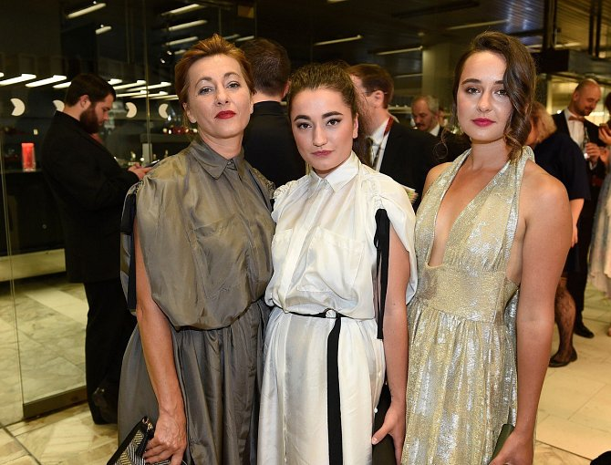 Vanda Hybnerová s dcerami Josefinou a Antonií