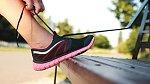 S velkým břichem je spousta běžných činností namáhavých. Zkuste silikonové tkaničky.
