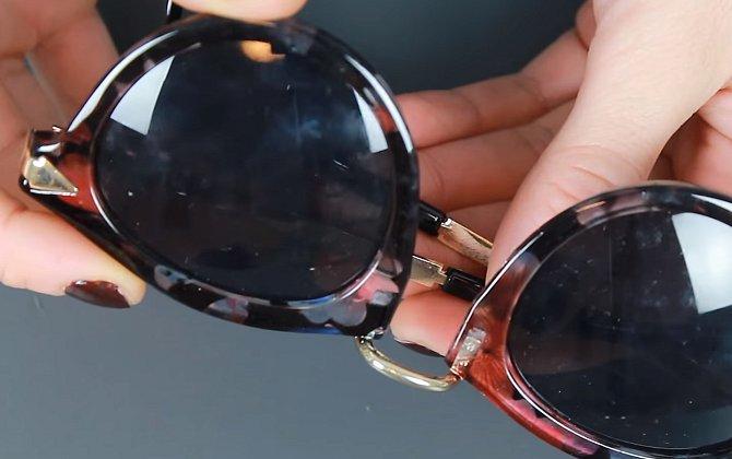 Sluneční brýle taky stačí přejet pastou.