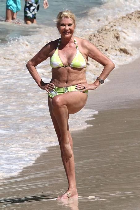 Ivana tvrdí, že každý den cvičí, ať už je kdekoliv. Odborníci naopak tvrdí, že to není pravda, takto prý trénované tělo nevypadá...