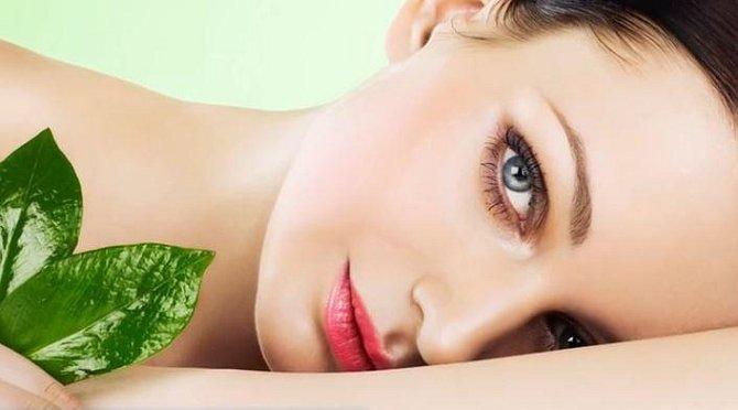 Přírodní produkty používejte s rozmyslem a před samotnou aplikací je raději na malém kousku těla otestujte. Vyhnete se tak alergické reakci těla.