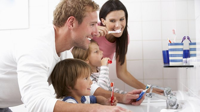 Čištění zubů vypadá jako jednoduchá činnost