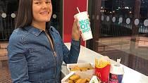 Sarah Linney se musela vzdát oblíbeného jídla.