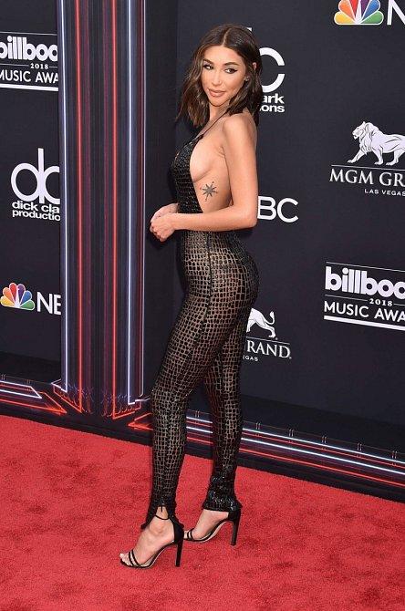 Chantel Jeffries dorazila na Billboard Music Awards v Las Vegas v odvážném modelu ve stylu hadí ženy.