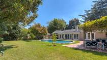 Jeden z domů Leonarda DiCapria se nachází v Los Angeles.