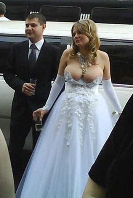 Této nevěstě se na 100 % nikdo během celé svatby nedíval do očí.