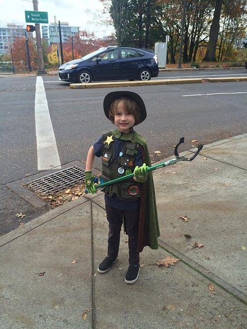 Spoustu lidí z okolí vidí Henryho jako superhrdinu.
