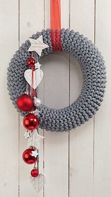 Vánoční věnec ze svetru