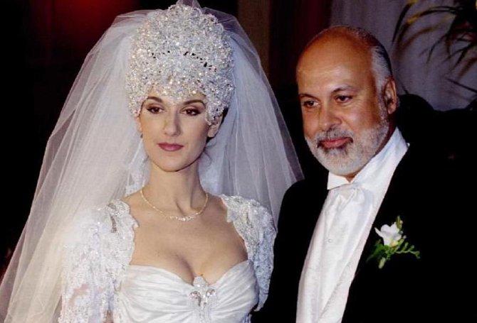 Svatební šaty Celine Dion. Čelenka vážila snad tunu a Celine neslušela. Svatba s René Angelilem se konala v roce 1994.