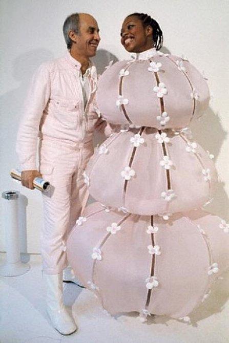 Tato dáma spíše připomíná sněhuláka, než nevěstu.