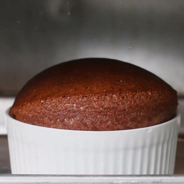 Vložte do trouby vyhřáté na 190 °C a pečte 15 až 17 minut.