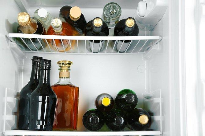 Zanedbává životosprávu, na jídlo jde méně výdajů, kupuje se hlavně alkohol.