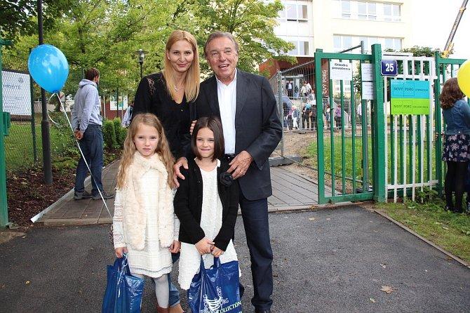 Karel Gott s dcerami a manželkou Ivanou