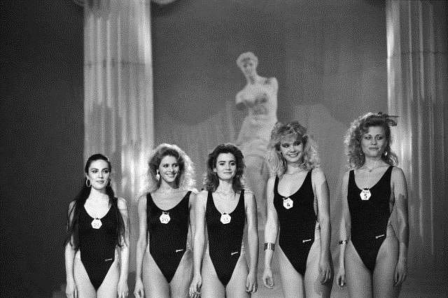 1989 - promenáda v plavkách