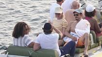 Oprah Winfrey pozvala na soukromý ostrov pár svých přátel. Nechyběl Bradley Cooper a Orlando Bloom se snoubenkou Katy Perry.
