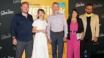 Na premiéru filmu Večírek dorazila Nela Boudová, Jiří Langmajer, Tatiana Dyková, Marián Čekovský a Matěj Dadák.