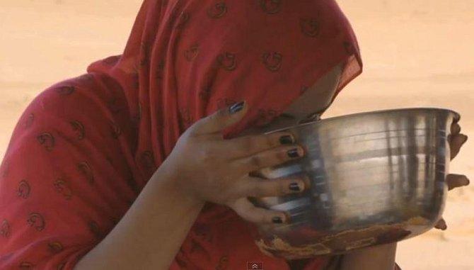 2. V Mauretánii se u žen cení tloušťka. Proto jsou dokonce pořádány speciální dýchánky, při kterých se ženy učí přejídat, aby byly pro muže co nejvíce přitažlivé.