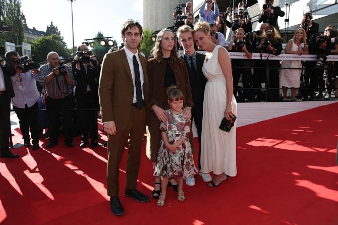 Uma Thurman se svou rodinou.