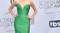 Jenna Lyng Adams vsadila na jednoduchou siluetu a výraznou barvu. Vyplatilo se.