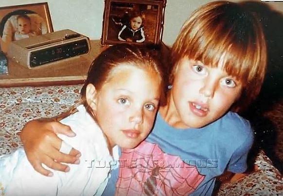 Angelina s bratrem