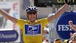 Lance Armstrong - byl zbožňován, prodělal rakovinu a vrátil se silnější než kdy před tím a pak bublina splaskla. Lance celou dobu své kariéry dopoval, přiznal se a přišel o vše.