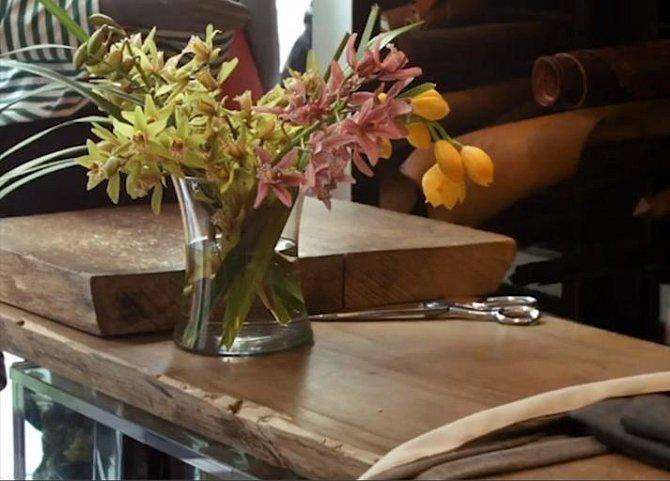 Vázu můžete uskladnit tak, že do ní nasypete písek. Ten ji zatíží, takže se jen tak nepřeklopí.