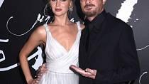 Jennifer Lawrence a Darren Aronofsky – uznávaný režisér a vycházející filmová hvězda spolu tvořili pár téměř rok a půl. Bohužel jejich společný snímek – horor Matka – není úspěšný, což možná také vedlo k rozchodu.