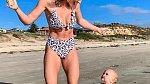 Emilia Skye dokazuje, že cvičit se dá i s dítětem.