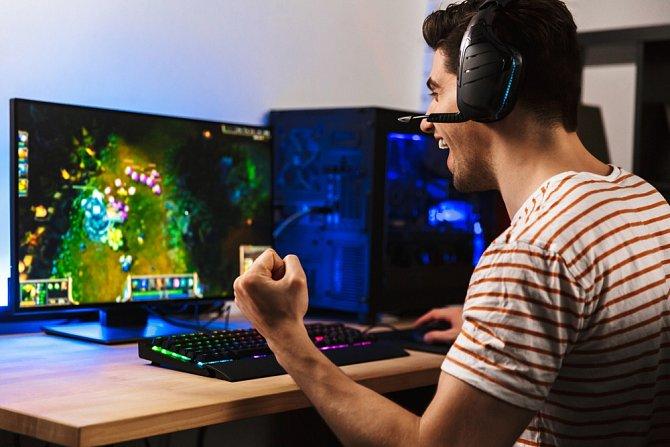 Počítačové hry jsou častým důvodem k hádkám.