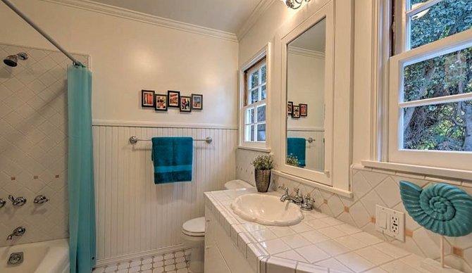 Koupelna náležící k pokoji pro hosty.