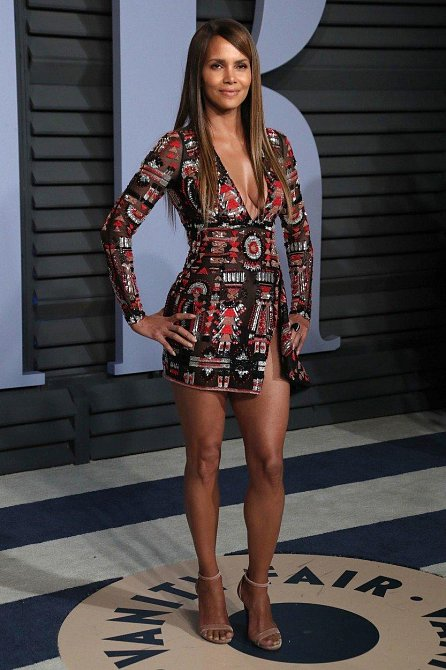 Halle Berry je prostě stále krásná baba.