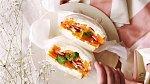 Sendvič 11 - Sladké tousty s ovocem. Co budete potřebovat: toustový chleba, šlehačku, pomeranče, kiwi, jahody a med