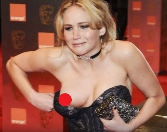 A je to venku! Tyto celebrity neuhlídaly svá prsa a trapas je na světě!